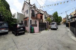Corner two-storey with pocket garden house in Las Pinas City